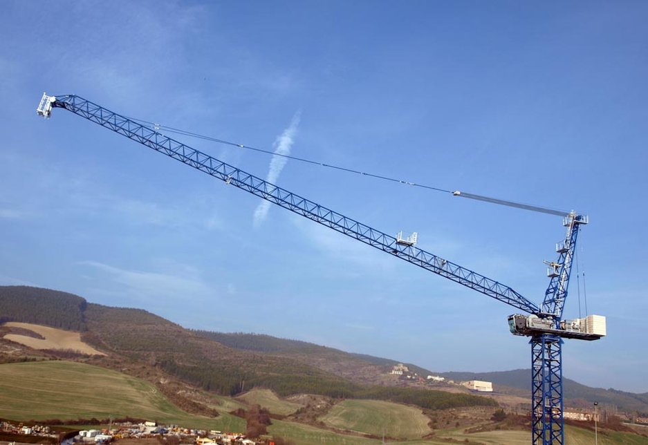 An example of an existing luffing jib crane from Linden Comansa in Spain.