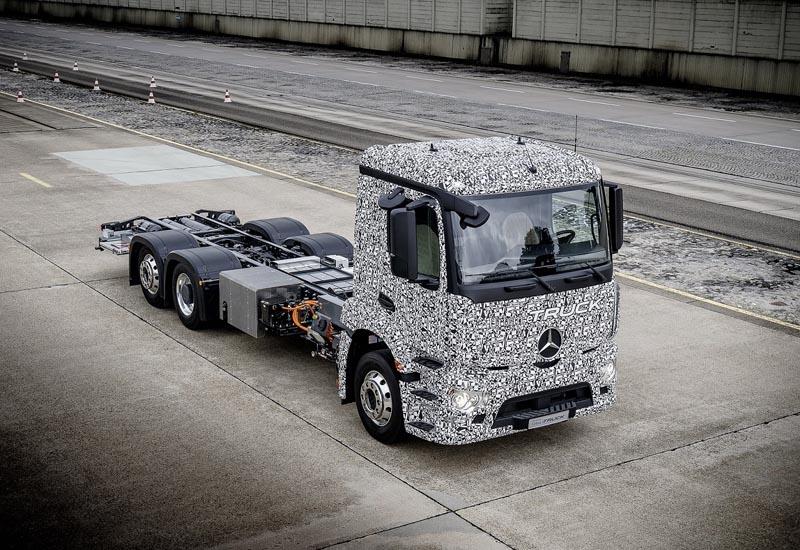 The Mercedes-Benz Urban eTruck, suitable to 26 tonnes, was unveiled in Stuttgart.