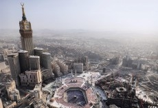 Conrad Makkah offers 438 elegant rooms, 62 of which are suites in two towers.