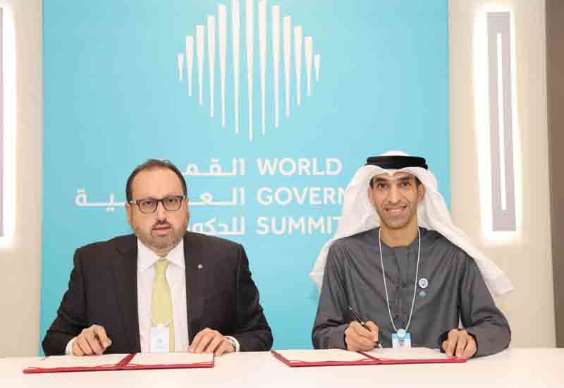 Alain Bejjani, chief executive officer of Majid Al Futtaim and Dr. Thani bin Ahmed Al Zeyoudi, Minister of Climate Change and Environment at the signing ceremony.