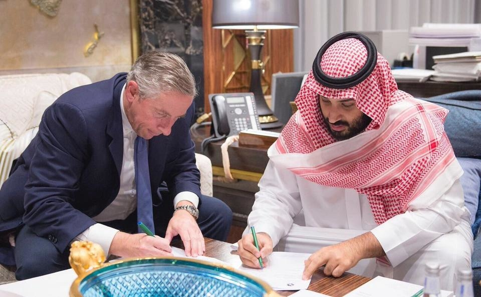 Crown Prince Mohammed bin Salman and Dr Klaus Kleinfeld, Chief Executive of NEOM, former CEO of Arconic.