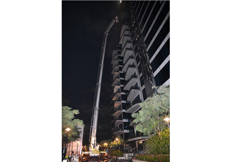 At 1.10am, Dubai Media Office stated that the fire had been completely extinguished. [Image: Twitter/DxbMediaOffice]
