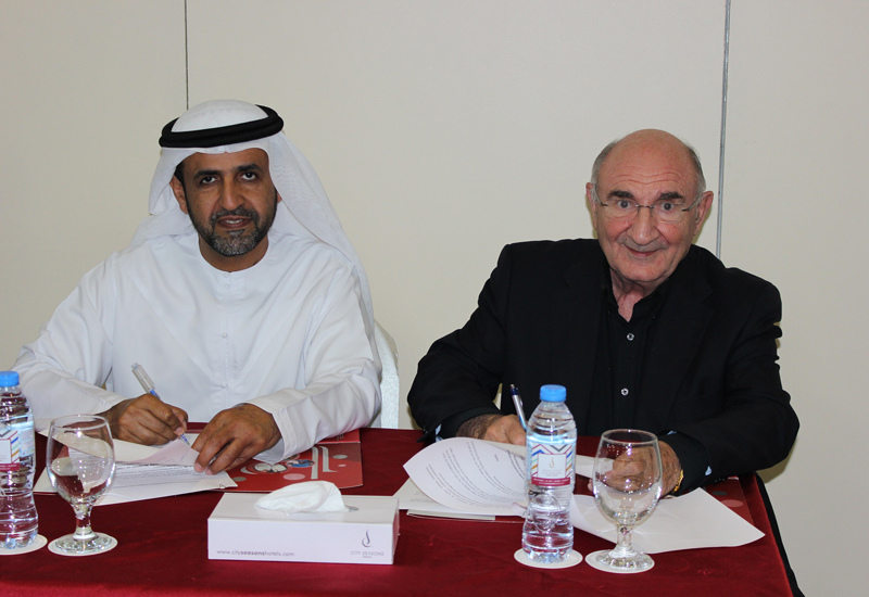 The signing ceremony attended by officials of Al Benaa and Optima Middle East Facilities Management.