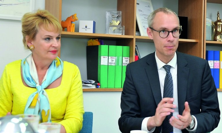 Ambassador of Sweden, Ewa Polano (left), and Vice-Minister of Trade, Oscar Stenström at the Press Conference. Picture courtesy of The Peninsula.