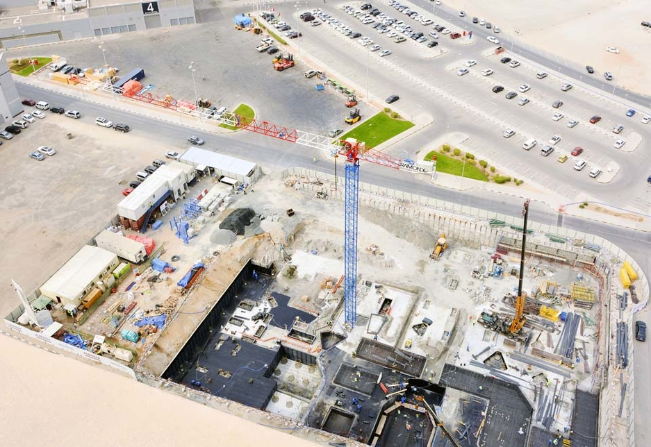 The Raimondi MRT152 flat-toptower crane on the Novotel Expo Sharjah Hotel project site.