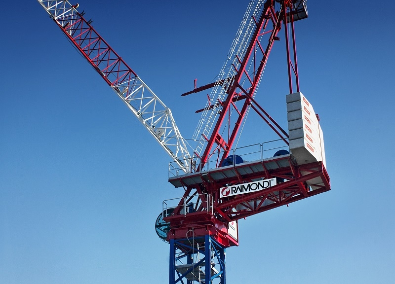 The LR330 is the flagship crane in Raimondis new luffing range.