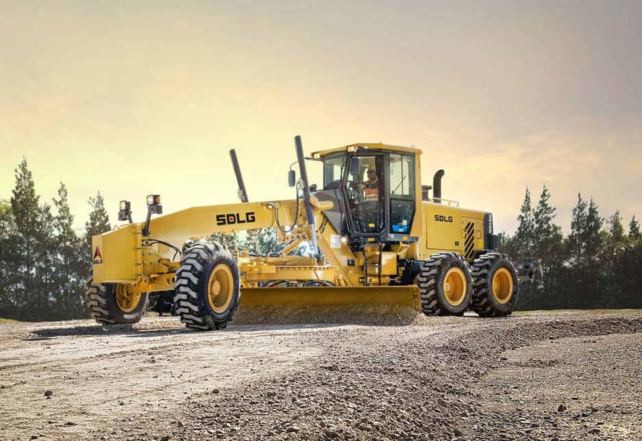 The G9190 features a 13-foot wide blade with a pull of 9,990kg.