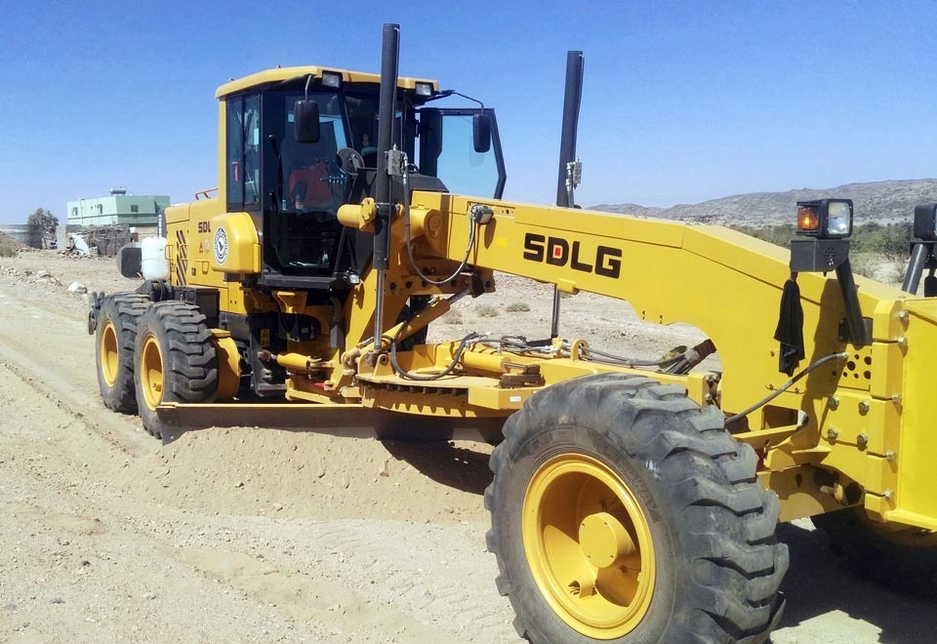 One of the SDLG G9220 motor graders purchased by Shibh Al-Jazira in action in Saudi Arabia.