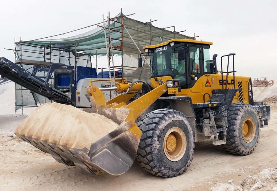 Al Maram International was sold three SDLG LG958L wheel loaders by the Qatar-based Arabian Agencies Company (ARACO).