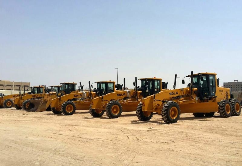 The first SDLG G9220 motor grader units are lined up in Saudi Arabia.