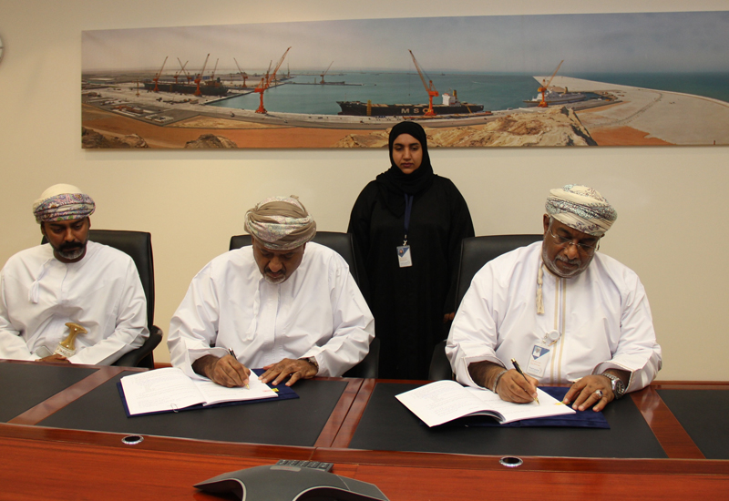 SEZAD has signed an agreement with Al-Matar Trading and Contracting to expand the water network in the Special Economic Zone in Duqm [image: ONA].