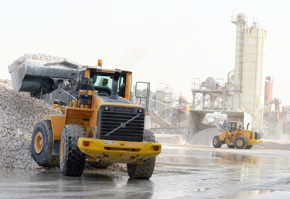 A Volvo L180F wheel loader and another Volvo machine handle material at the Saudi Dolomite processing plant.