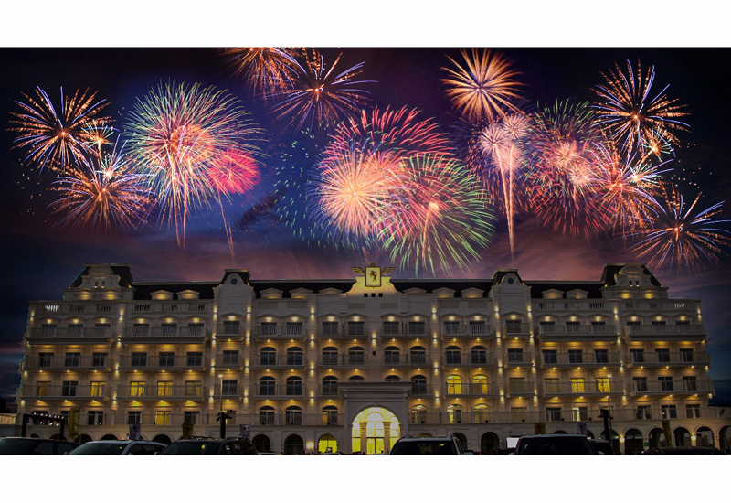 The handover of Dubais Vincitore Palacio project was accompanied by live music, mermaid shows, and fireworks.