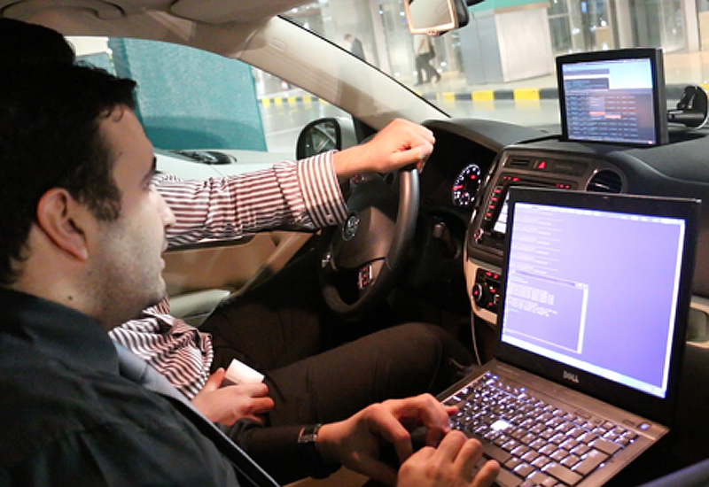 Testing the connections between vehicles (image Doha News).