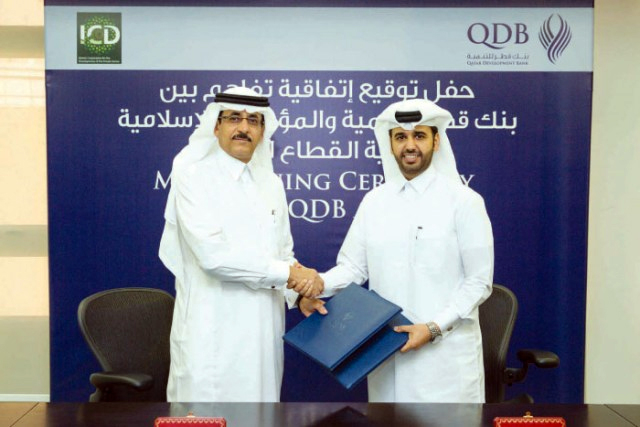 Khaled Mohammed Al-Aboodi (left), Chief Executive Officer and General Manager of ICD; and Abdulaziz Nasser Al Khalifa, Chief Executive Officer of QDB, shake hands after the signing of MoU (image: Saudi Gazette)