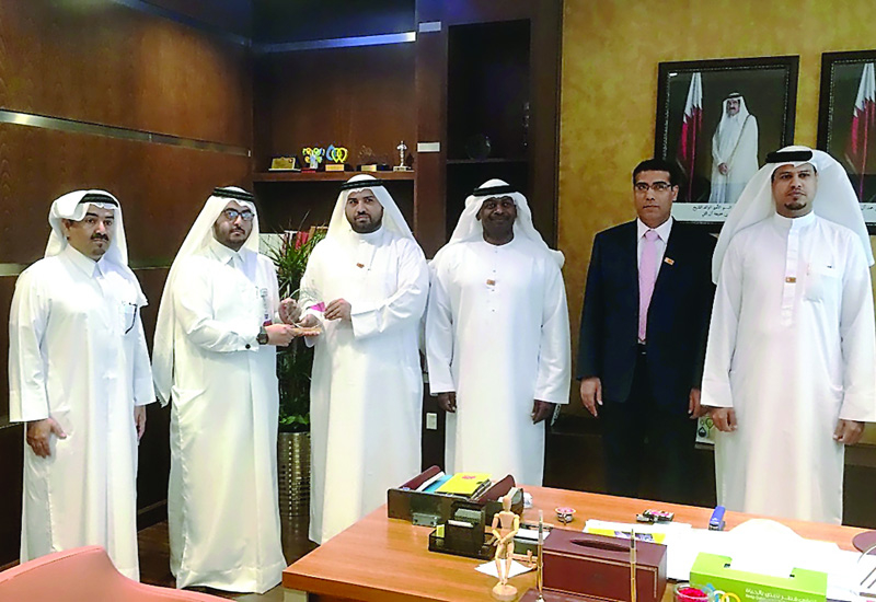 Kahramaa Conservation and Energy Efficiency Department officials with a delegation from Sharjah Electricity & Water Authority in Doha. (image The Peninsula).