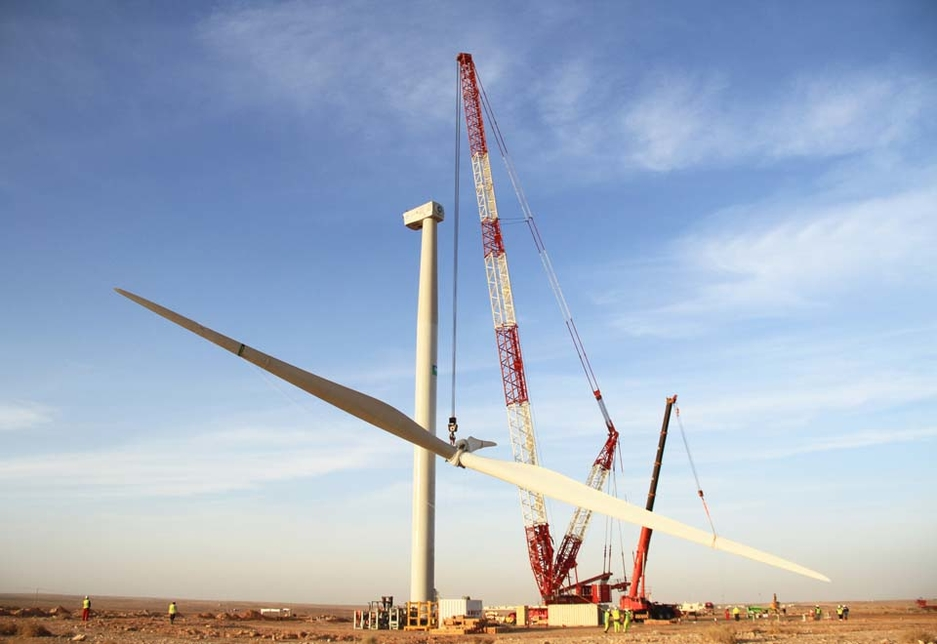 Gulf Haulage Heavy Lift Company recently erected the first commercial wind turbine in Saudi Arabia using a Liebherr LR 1750 crawler crane.