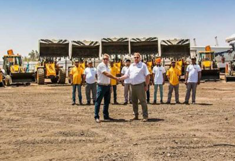 Riham and Mushrif signed a deal for construction machinery.