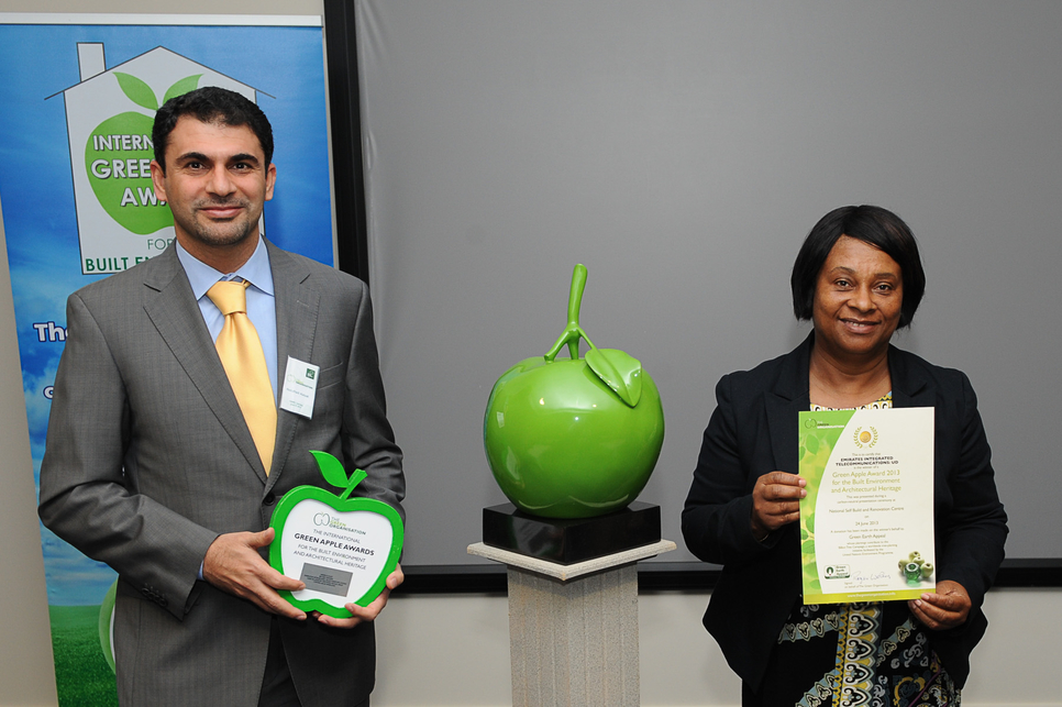 Abdulhadi Alalyak, Vice President, Asset Management, du receiving the award from Doreen Lawrence, OBE.