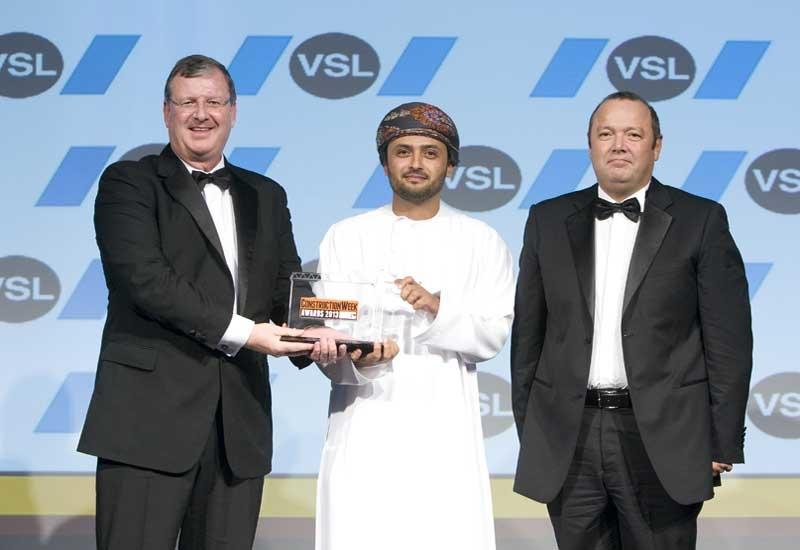 Al Salmy (centre) picks up his award from VSL's Stephen Burke (eft) and Carlos Correia