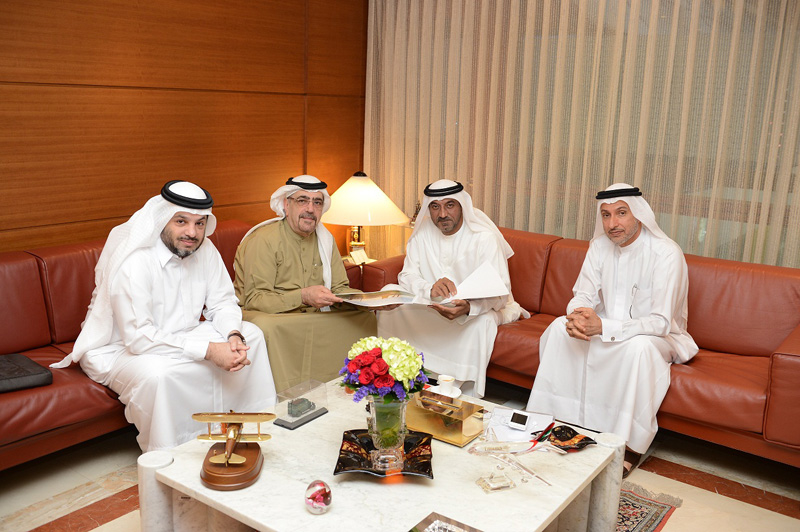 His Highness, Sheikh Ahmed bin Saeed Al Maktoum receiving a brief from Abdul Aziz Al Bannai, in the presence of Dr Mohammed Alzarooni.