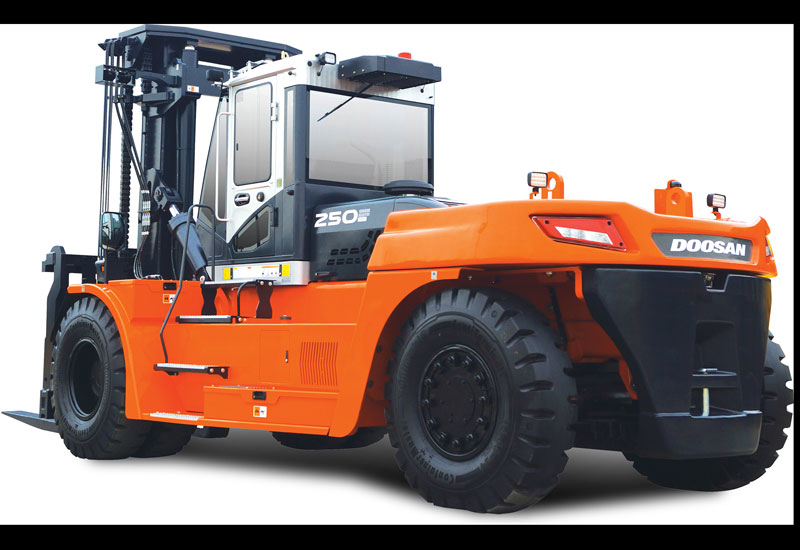With a capacity of 25 tonnes, the DV250S-7 model the largest forklift truck ever produced by Doosan.