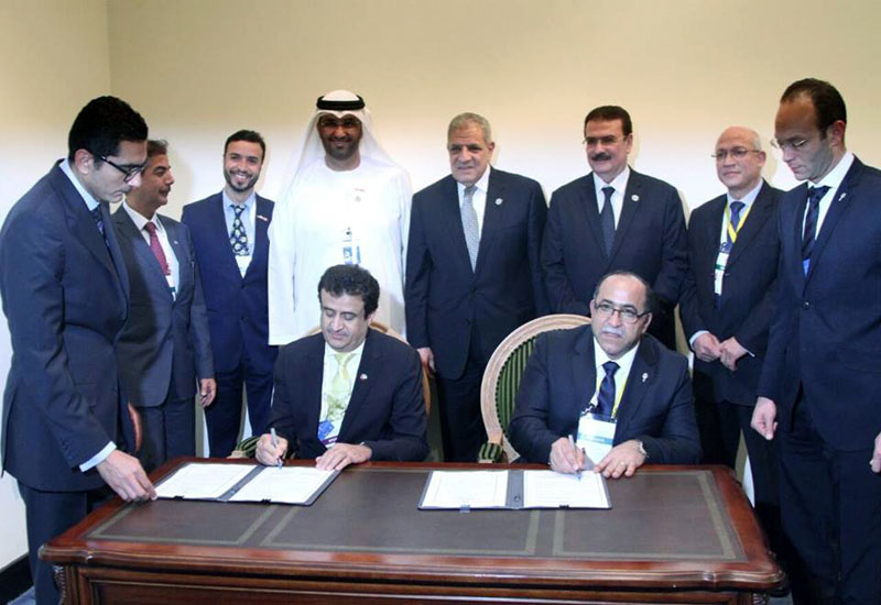 The finance minister signs a deal with DP World representatives for a new liquid bulk terminal