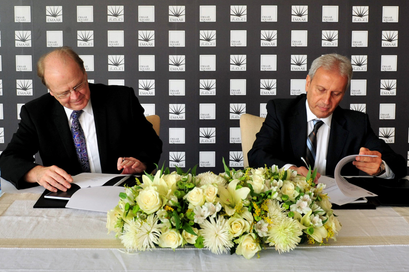 Fred Durie, chief executive officer, Emaar International, signs the contract with Ziad Najjar, branch manager, ACC Saudi Arabia.