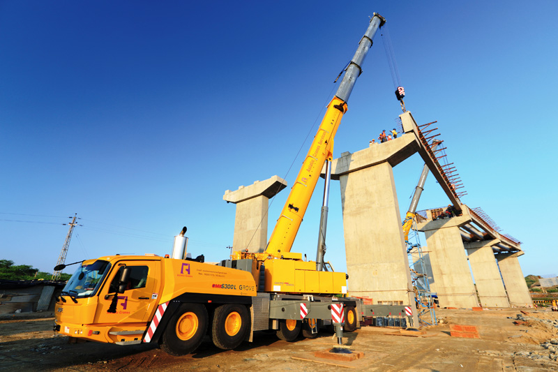 A GMK6300L all-terrain crane at work in Rajasthan.