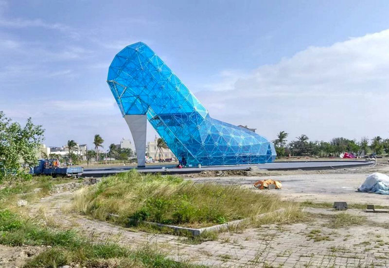 The glass slipper-shaped structure is situated in Taiwan's Southwest Coast National Scenic Area.