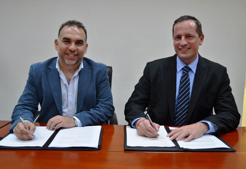 The smart homes partnership was signed by Gadgitech ME's Mohamed Issa (left) and Farnek Group's Markus Oberlin (right).