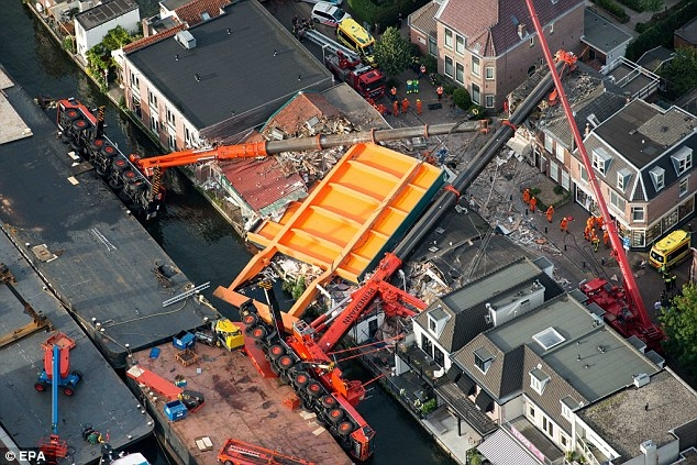 The cranes were renovating the Queen Juliana Bridge – a canal bridge dating from the 1950s.
