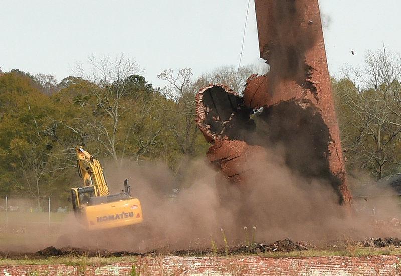 The Komatsu attempts to lumber away from the inbound mass of bricks.
