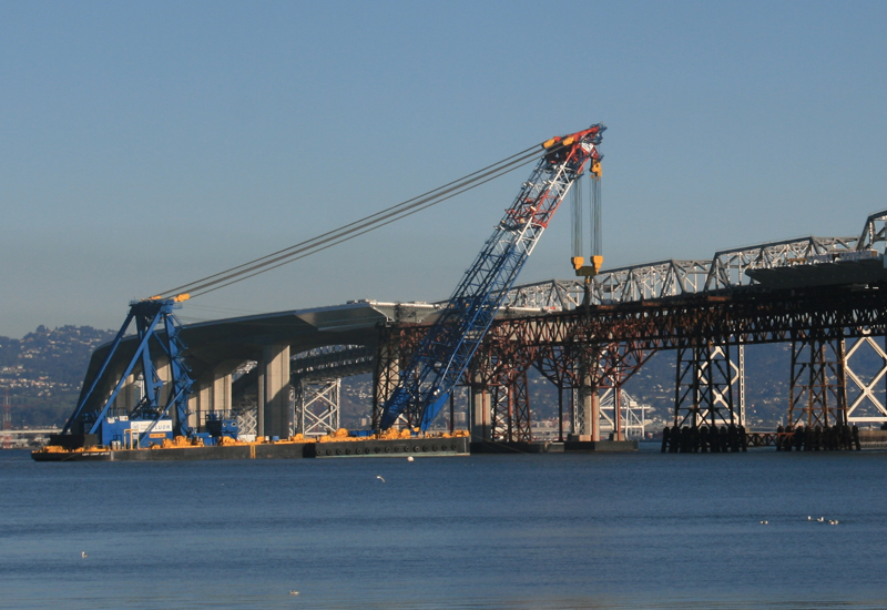 The Left Coast Lifter is 400ft in length and can lift 1,750 tonnes.