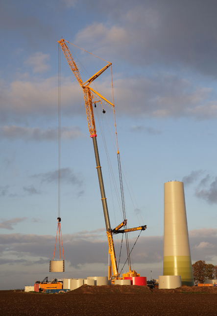 Knaack-Krane's new Liebherr LTM 1750-9.1 lends a hand at the wind farm near Leipzig.