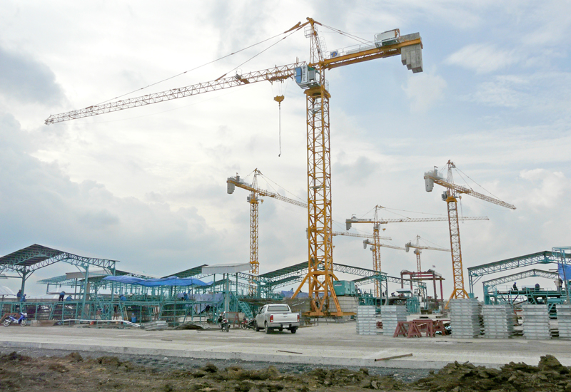 Once they have finished building their respective sections of the facility, the Potain cranes switch from construction to production.