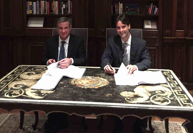 L-R: Red Sea Housing's CEO Joseph Vecchiolla signs agreement with Direcional Engenharia's MD Ricardo Ribeiro Valadares Gontijo