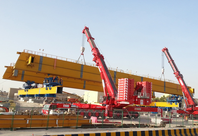 The Terex duo lifts the beam into place at a bridge near to Kuwait City.