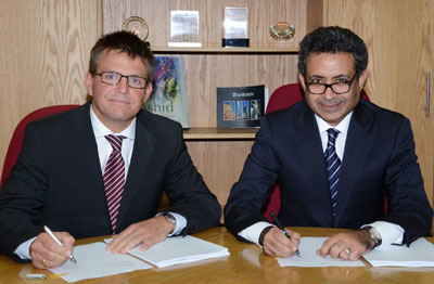 BAC CEO Mohamed Yousif Al Binfalah signing the agreement with Hochtief representative Burkhart Zaga