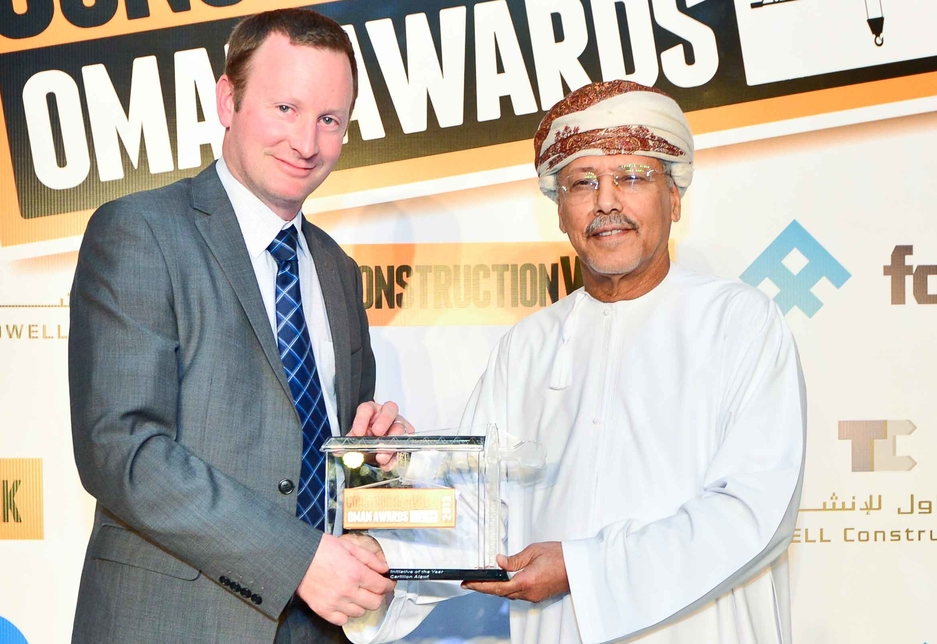 Jamie Selway, compliance manager, collected the CSR award from Dr Hamed Hashim Al Dhahab, CEO of Al Watanyiah United Engineering & Contracting.