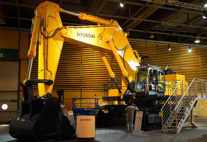 Hyundai's top of the range 118 tonne R1200-9 excavator.