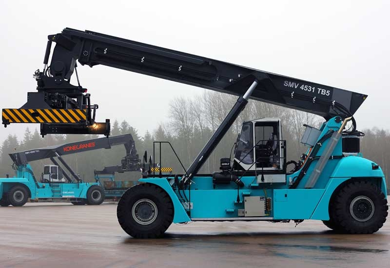 The reachstacker's electrical system is supplied by a diesel engine.