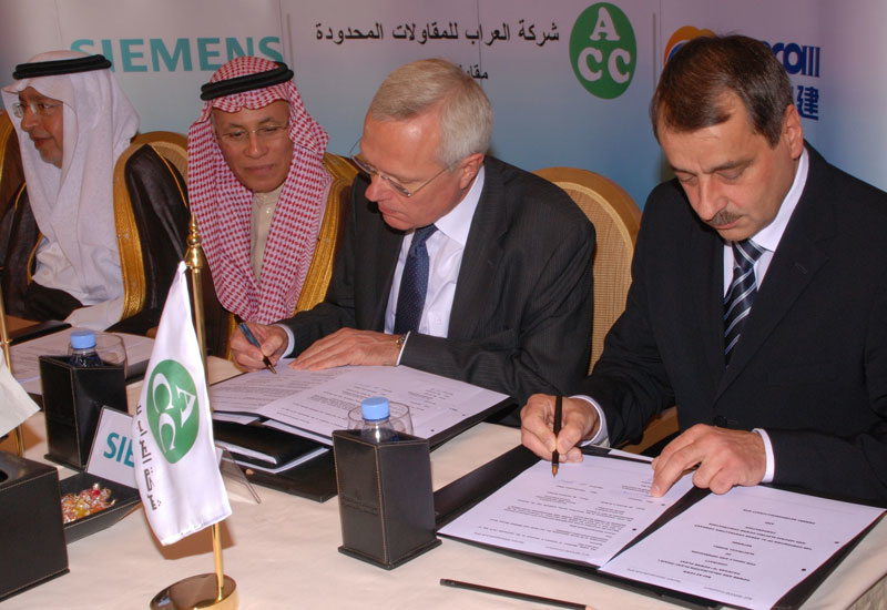 Karlheinz Springer and Dr. Rainer Hauenschild, Siemens AG, HE Fehaid Al-Sharief, SWCC governor and HE Abdullah al-Hossein, Saudi Arabia Minister of Wa