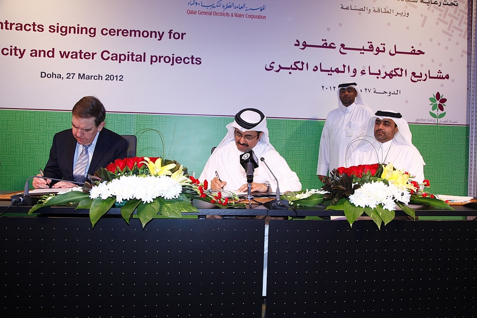 Hyder's Sir Alan Thomas and HE Dr. Mohammed bin Saleh Al Sada, Qatar's Minister of Energy and Industry, sign the five mega reservoir deal