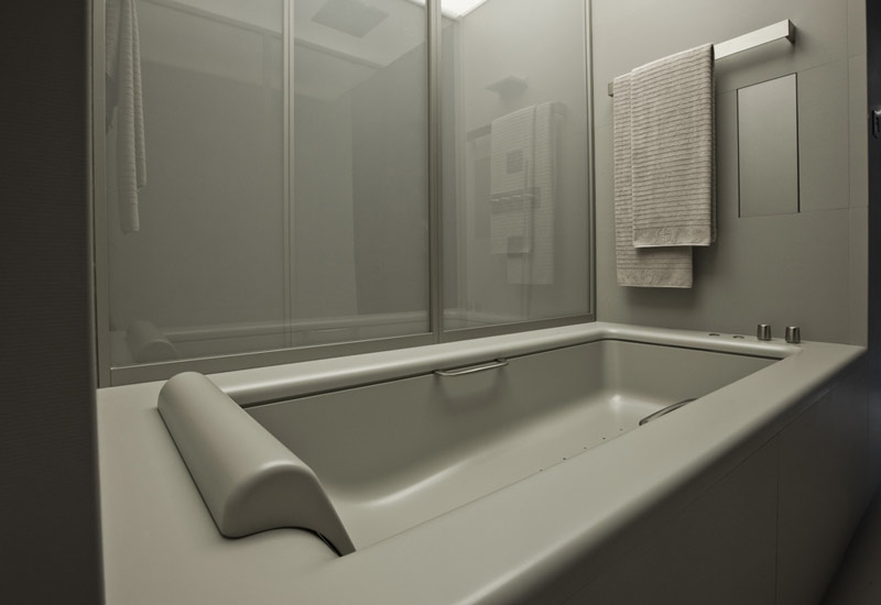 The bath is filled by an internal shutter system