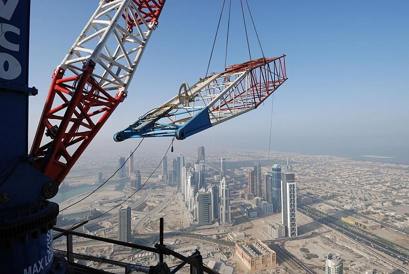 Dismantling the cranes has been a technical challenge