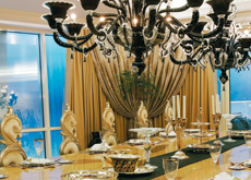 The show-stopping chandelier was sourced from La Murrina.