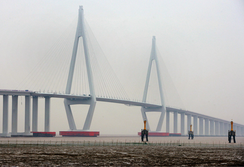 The construction site of the Hangzhou Bay Bridge (China Photos/Getty Images).