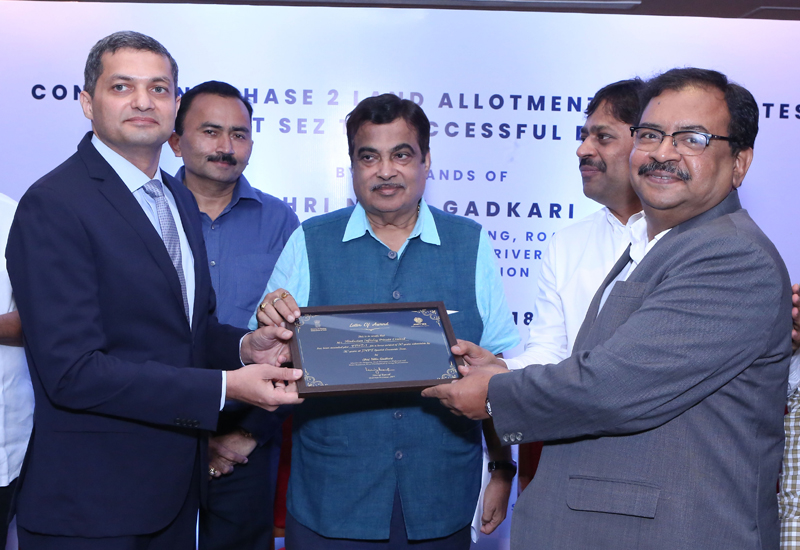 Nitin Gadkari, India's Minister of Road Transport and Highways, awarded the project's letter of award to representatives of DP World Subcontinent [image: DP World].
