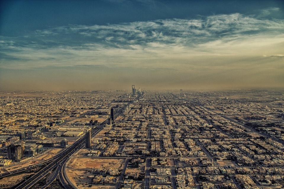 Saudi Arabia and China have signed a contract to build 5,000 Riyadh homes.